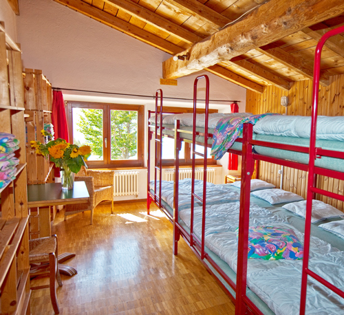 52 posti letto, 6 stanze - Capanna Stallone